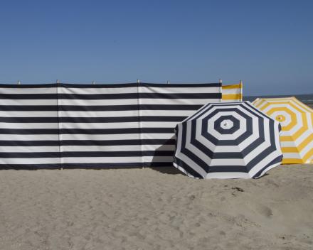 strandparasol met bijpassend windscherm